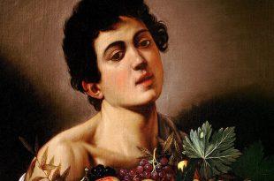 Garçon avec un panier de fruits
